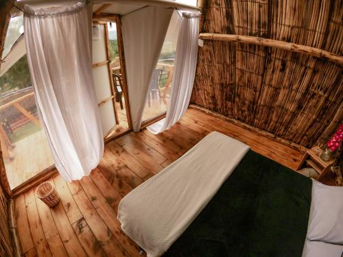 A bed or beds in a room at Alas Glamping