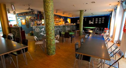 A restaurant or other place to eat at Heart of Gold Hostel Berlin