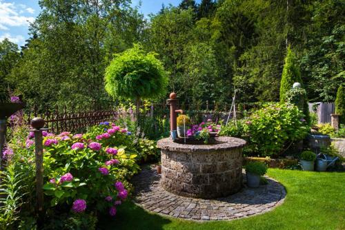 Ein Garten an der Unterkunft Landurlaub Hinterbrandner