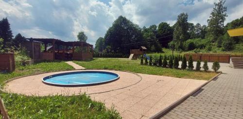 Bazén v ubytování CHiLL N GRiLL APARTMENT nebo v jeho okolí