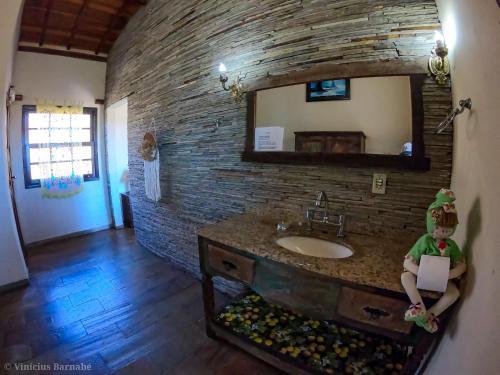 A bathroom at Pousada Eldorado Das Gerais