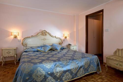 Кровать или кровати в номере Suites Torre Dell'Orologio