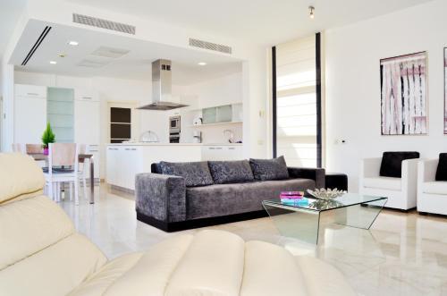 A seating area at Villas Opal Anfi Tauro