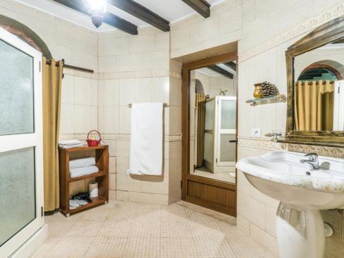 A bathroom at Hotel Castle Park
