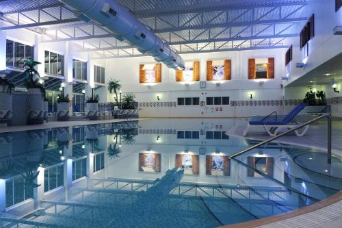Бассейн в Village Hotel Birmingham Dudley или поблизости