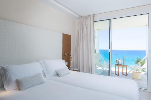 Letto o letti in una camera di Melbeach Hotel & Spa - Adults Only