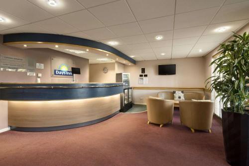 The lobby or reception area at Days Inn Hotel Bradford - Leeds