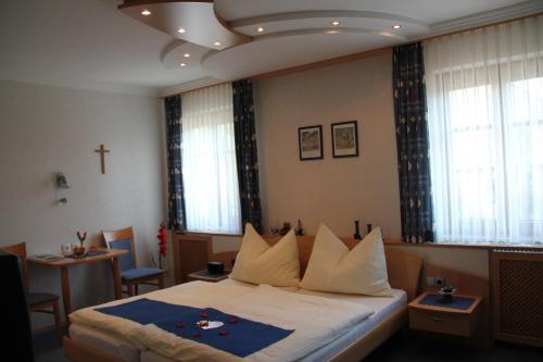 Ein Bett oder Betten in einem Zimmer der Unterkunft Haus Regina