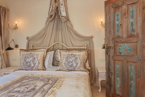 Кровать или кровати в номере Lukka Exclusive Hotel – Adult Only +12