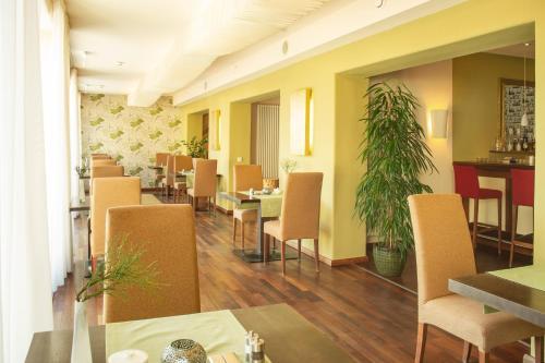 Ein Restaurant oder anderes Speiselokal in der Unterkunft Bio Thermalhotel Falkenhof