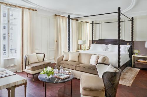 A seating area at Mandarin Oriental, Ritz Madrid