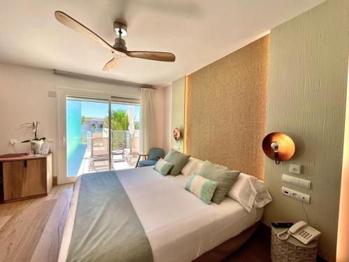 A bed or beds in a room at Lux Isla