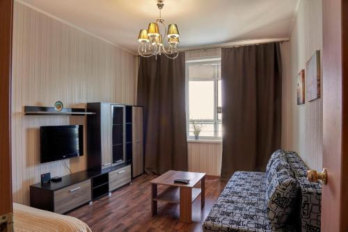 Телевизор и/или развлекательный центр в Apartments Podlesnaya 43A