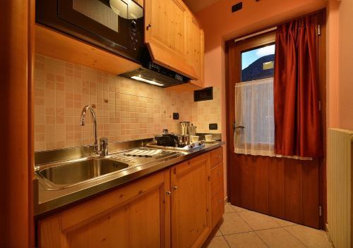 Kuchyň nebo kuchyňský kout v ubytování Appartamenti Astra