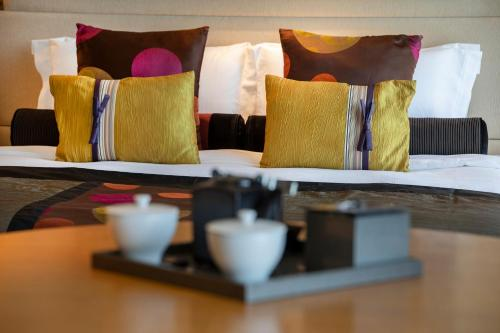 A bed or beds in a room at Hotel New Otani Tokyo EXECUTIVE HOUSE ZEN