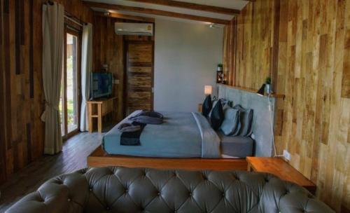 Ein Bett oder Betten in einem Zimmer der Unterkunft To The Sea The Resort Koh Kood
