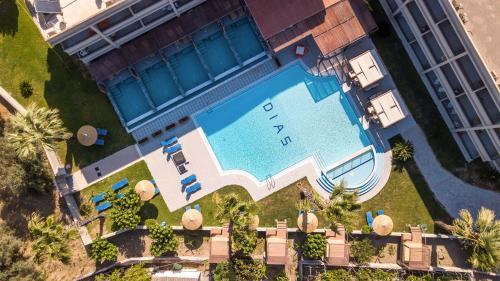 Widok na basen w obiekcie Dias Studios & Suites lub jego pobliżu