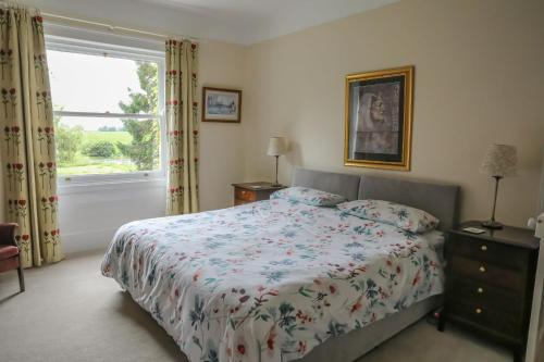 A bed or beds in a room at Croxton House