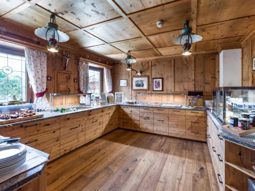 A kitchen or kitchenette at Hotel Glockenstuhl