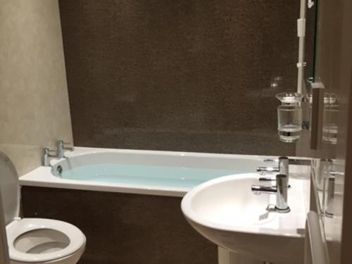 A bathroom at Hardwicke Hall Manor Hotel