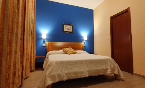 A bed or beds in a room at Albergo Leonardo