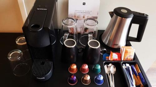 Coffee and tea making facilities at Hotel dependance Anna's zusje