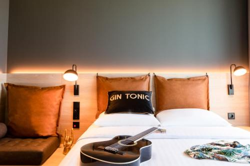 A bed or beds in a room at Moxy Utrecht