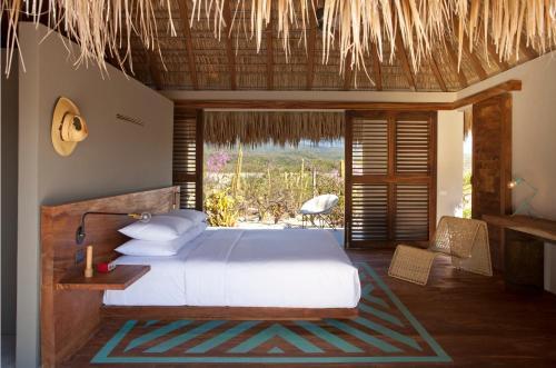Säng eller sängar i ett rum på Hotel Escondido - Adults Only