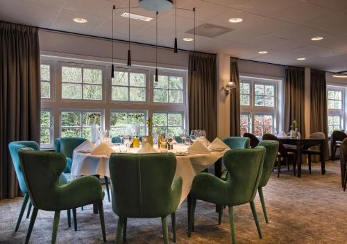A restaurant or other place to eat at Hotel Woudschoten