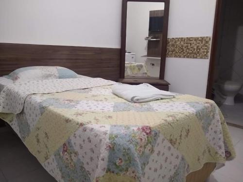 A bed or beds in a room at Hotel Pequeno Principe