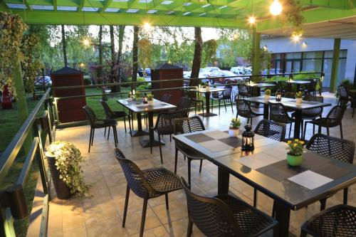 A restaurant or other place to eat at Amrita Hotel