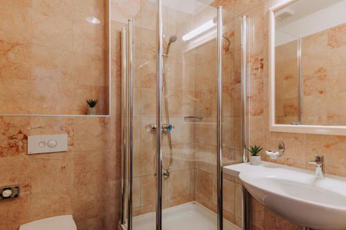 A bathroom at Hotel Apoksiomen