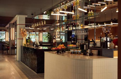 The lounge or bar area at Met Hotel Amsterdam