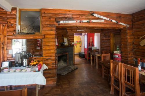 Un restaurant u otro lugar para comer en KM SUN HOSTEL