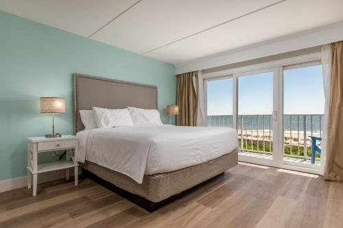 A bed or beds in a room at Princess Royale Oceanfront Resort