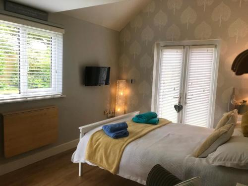 A bed or beds in a room at The Annexe