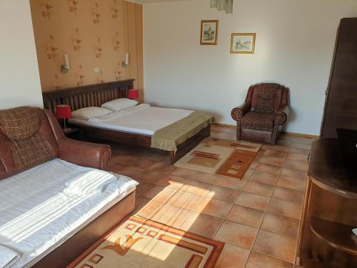 A bed or beds in a room at Pension Delta Miraj