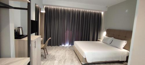 A bed or beds in a room at Sonia Hotel & Suites