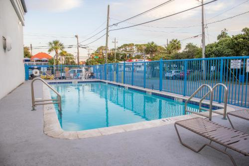 The swimming pool at or near Sandcastle Inn