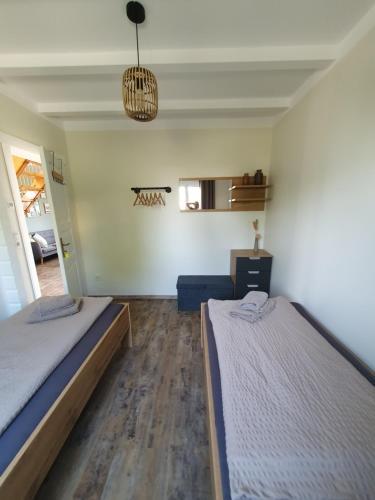 Ein Bett oder Betten in einem Zimmer der Unterkunft Ferienhäuser Oberdorla