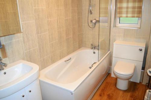 A bathroom at 2 bed apartment