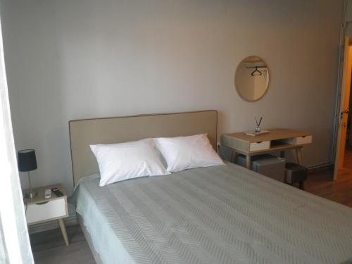 A bed or beds in a room at Paralion Town Apartments