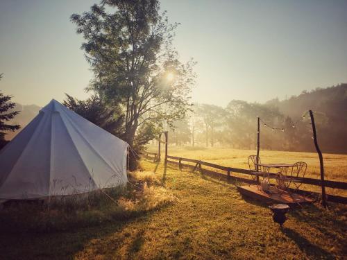Blick auf den Sonnenuntergang/Sonnenaufgang von der Zelt-Lodge aus oder aus der Nähe