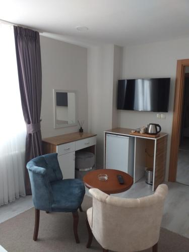 A seating area at Best Hotel Pendik