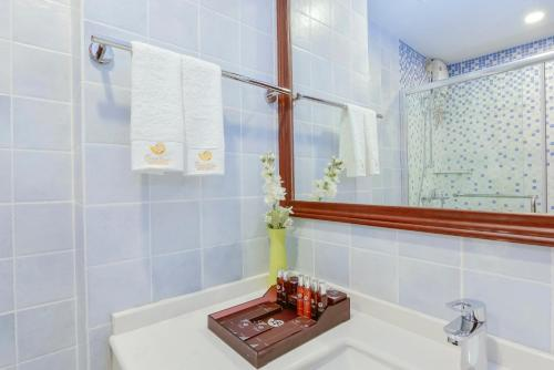 A bathroom at Season Paradise