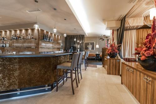 The lounge or bar area at Maiers Kuschelhotel Loipersdorf Deluxe - ADULTS ONLY