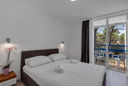 A bed or beds in a room at Hotel Alem