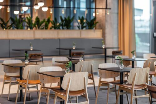 A restaurant or other place to eat at Comfort Hotel Copenhagen Airport