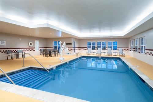 The swimming pool at or near Residence Inn New Bedford Dartmouth