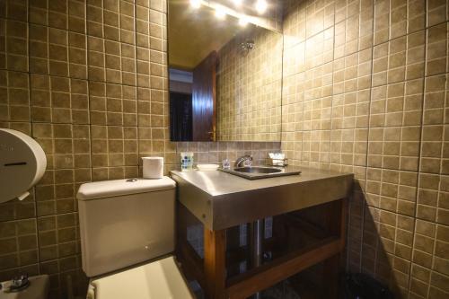 A bathroom at La Puerta del Sol